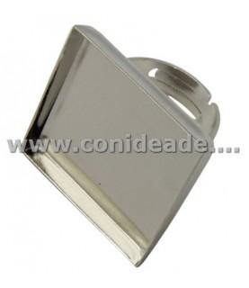 Anillo ajustable con base cuadrada de 25x25 plateado