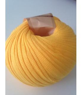 Ovillo de trapillo ligero amarillo