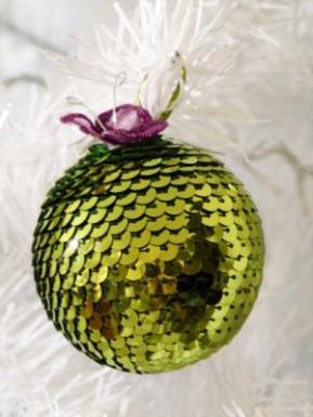 Como hacer una esfera de lentejuelas para navidad blog - Como decorar bolas de navidad ...
