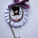 Broche blanco y morado chica - Baba broches y cositas