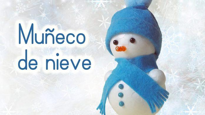 muñeco de nieve con bolas de corcho blanco
