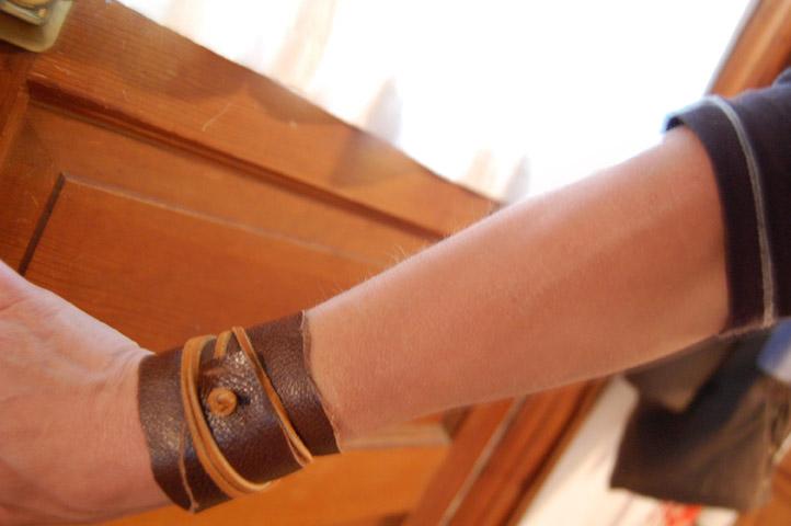 Bracelte de cuero manualidad