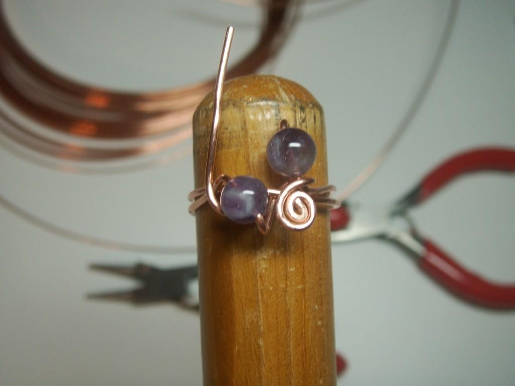 Modelando anillo de alambre de aluminio