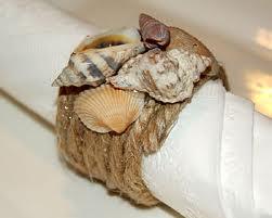 Servilletero decorado con conchas y caracolas