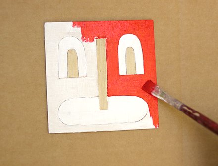 Pintando manualidad infantil