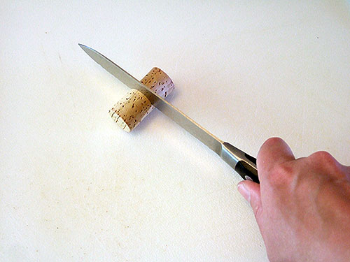 cortar corcho por la mitad