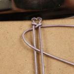 tutorial pulsera de macramé con trenzado sobre cordón de cuero