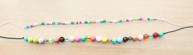 cuerdas elasticas con cuentas de colore