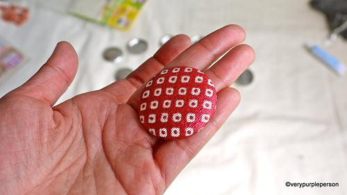 botón forrado con tela patchwork