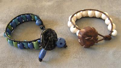f1f7e5cb3aa6 Cómo hacer una pulsera de cuero y abalorios - Blog material para ...
