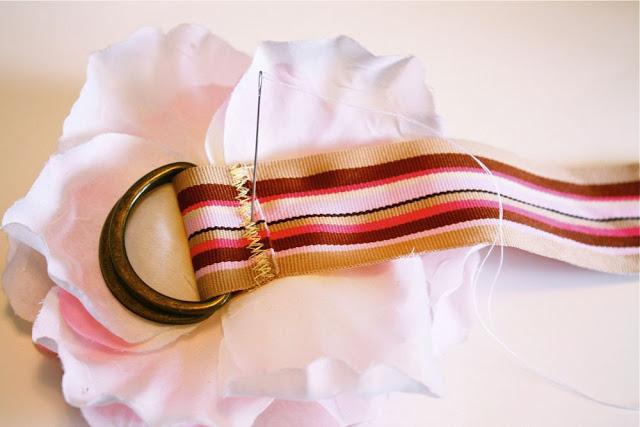 coser flor de tela al cinturon