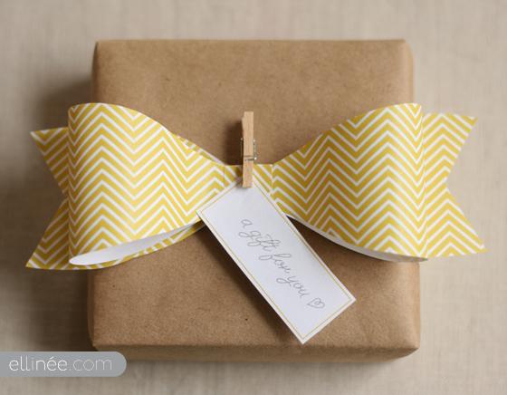 lazo de papel para decorar regalos