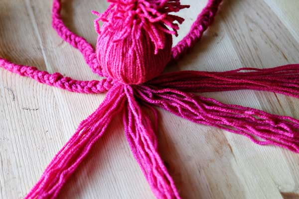 Cómo hacer un pulpo de lana rosa