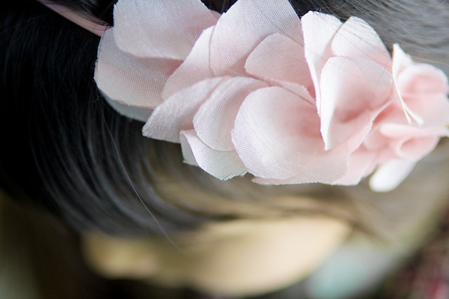 diadema de petalos rosas de tela