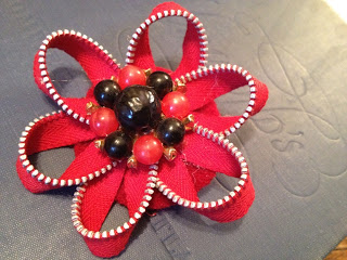 flor hecha con cremallera