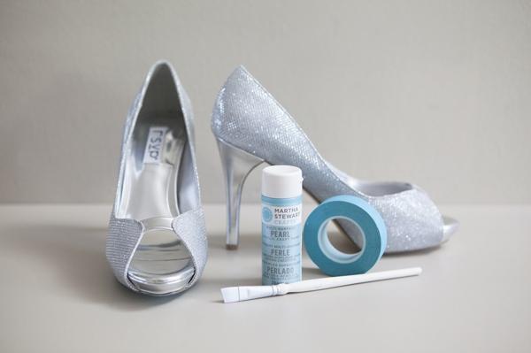 zapatos y pintura azul