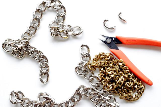 Cortar un trozo de cadena para hacer una pulsera de cadena doble