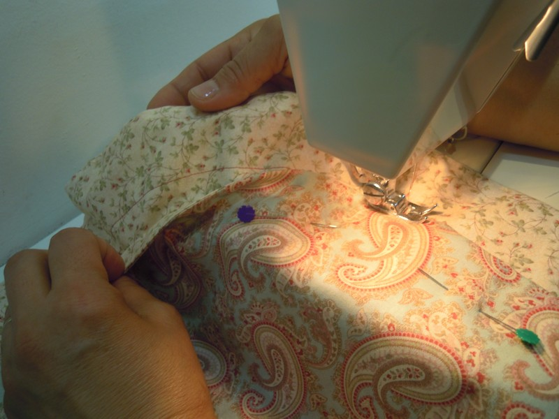 Cosemos en el circulo grande sin coger el pequeño de tela patchwork