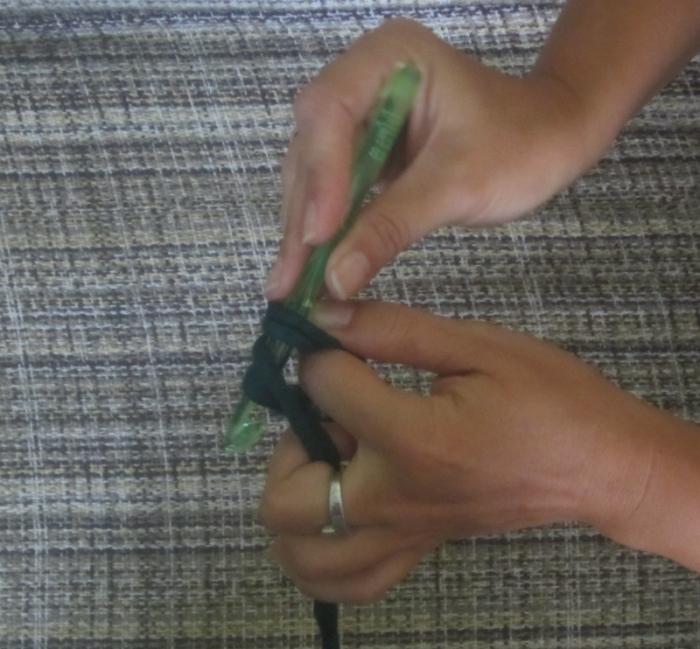 Hacer cadeneta para tejer un bolso de trapillo