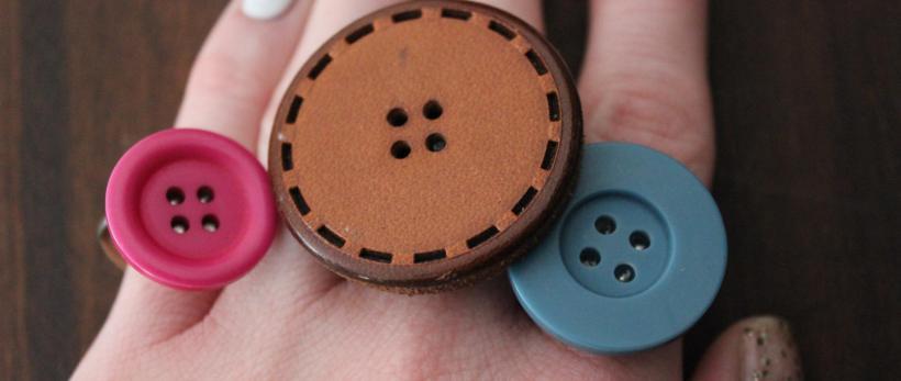 anillos hechos con botones