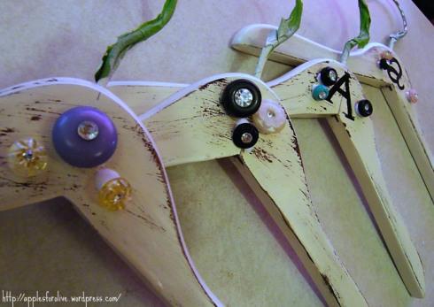 perchas de madera decoradas