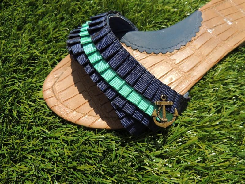 Chancla customizada con cinta plisada de falla