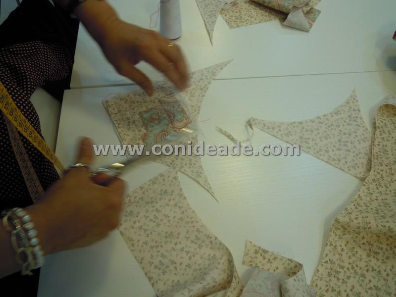 Cortamos la parte trasera para alfiletero con tela patchwork