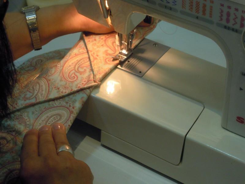 Doblamos y cosemos para hacer los bolsillos del costurero