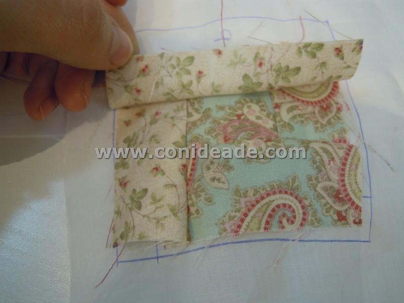Trozos de tela cosidos para hacer un alfiletero