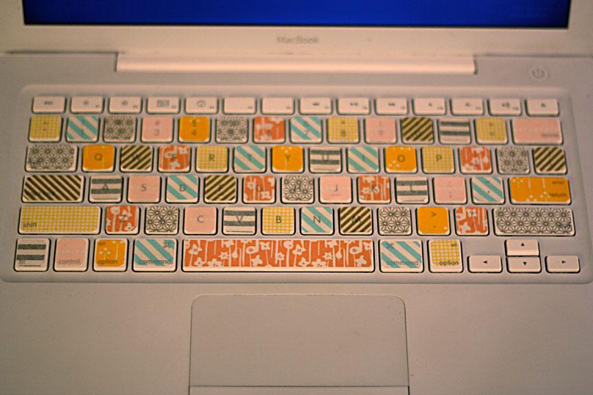 teclado decorado con cinta japonesa o washi tape