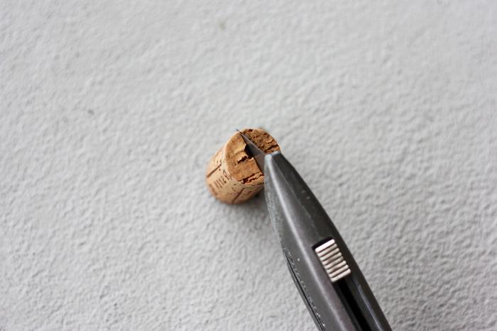 cortar con cuter el corcho
