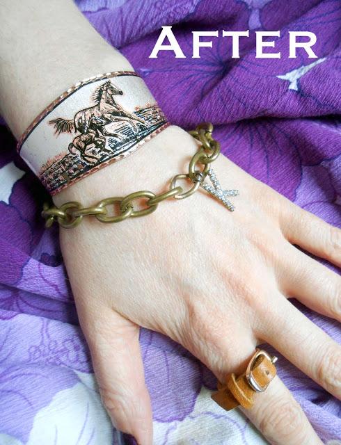 mano con pulseras y anillo en forma de correa