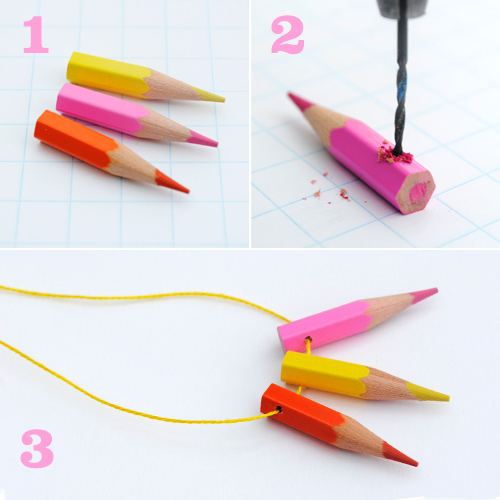 pasos para hacer un collar con lapices de colores