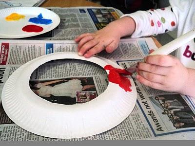 pintando platos de plastico recortados