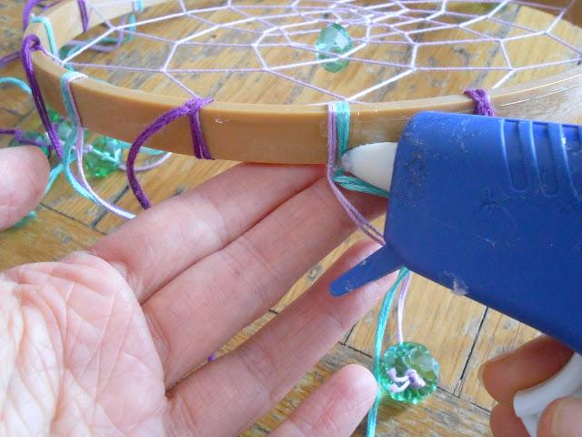 poner silicona al aro de madera