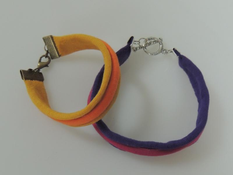 Pulseras de trapillo sencillas en dos colores
