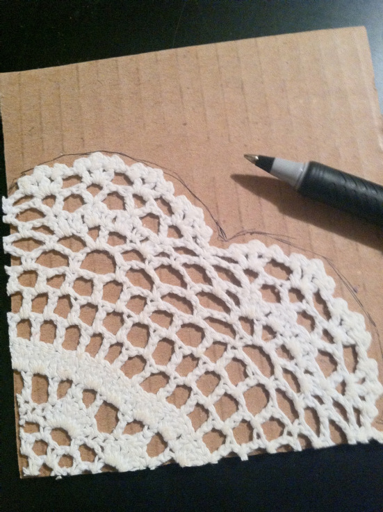 trazar recorte de crochet en un carton