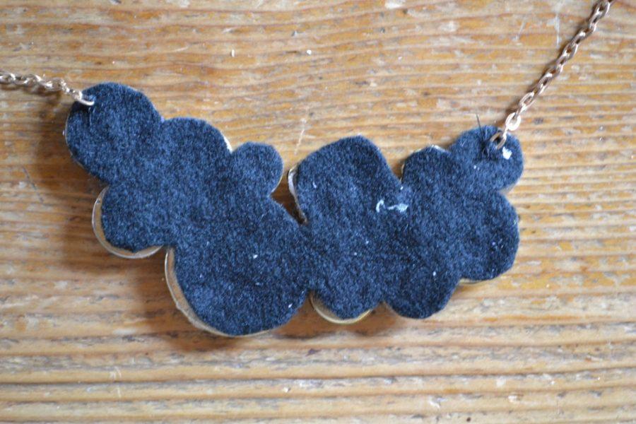 collar forrado con tela azul
