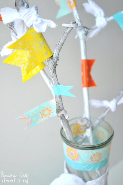 jarrón con ramas secas y washi tape