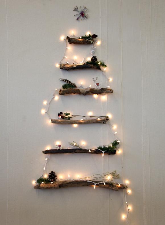 arbol de navidad hecho con baldas de madera