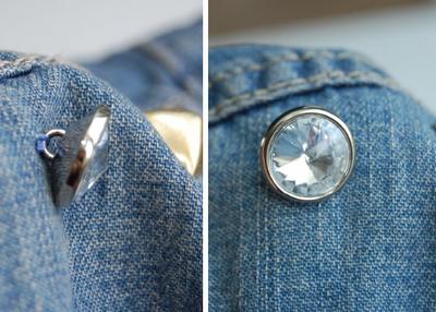 botones cosidos a la chaqueta vaquera
