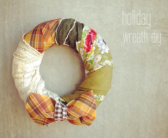 corona de Navidad hecha con telas