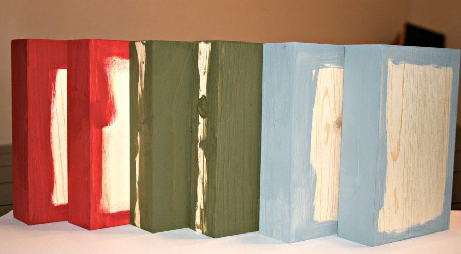 pintar tacos de madera para hacer colgadores de Navidad