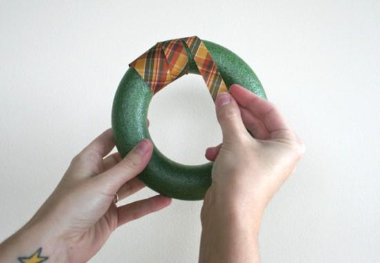 tapizar aro con tela patchwork para Navidad