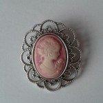 Base de camafeo con busto de mujer en rosa para boda