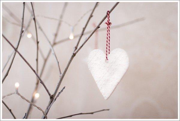 corazón de pasta para modelar blanca para arbol de navidad