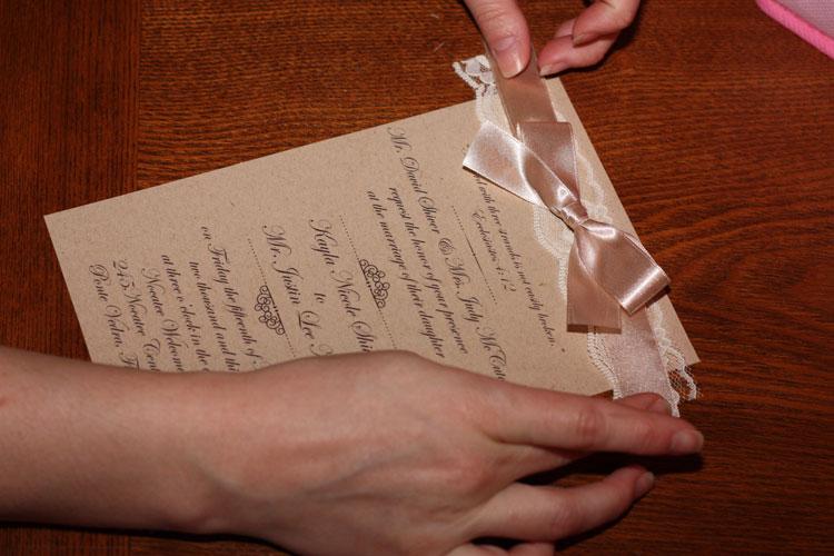 invitacion decorada con cinta decorativa de raso