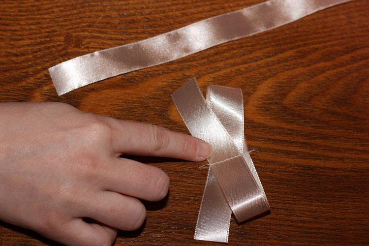 hacer lazo con cinta decorativa de raso