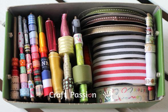 Organizador de cintas hecho con una caja