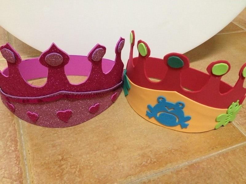 Corona de goma eva terminadas para fiesta de cumpleaños infantil